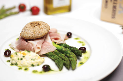 cooked livar ham, green asparagus and salsa range egg